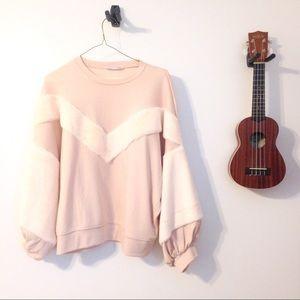 • [NWOT] the Zara faux fur detail sweatshirt